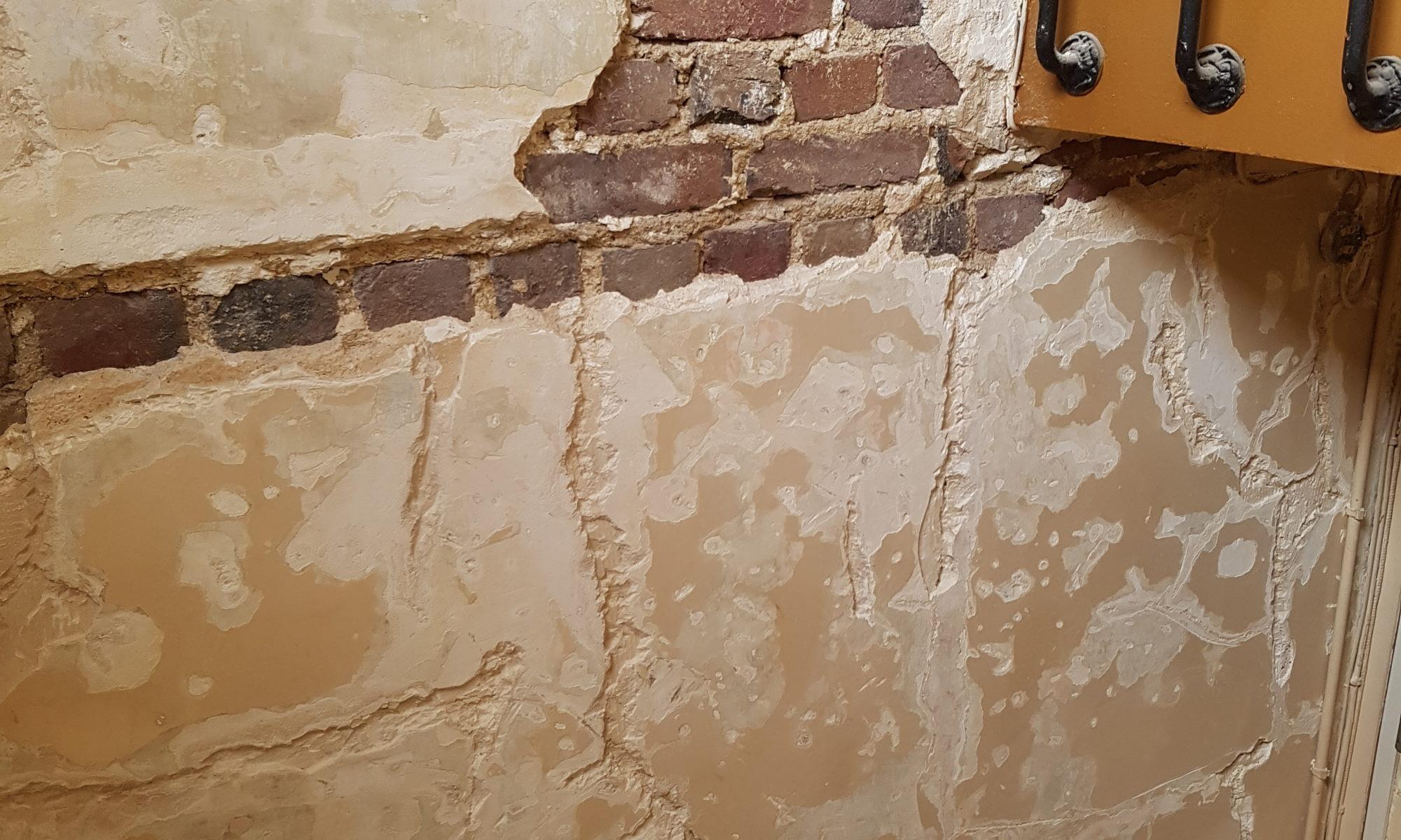 De la peinture des murs de la cage d escalier travaux de peinture - Peinture mur escalier ...